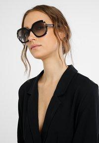 Prada - Sonnenbrille - black azure/spotted brown - 1