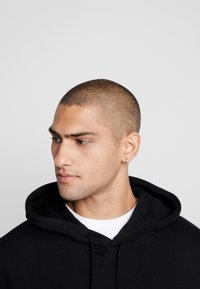 Good For Nothing - ESSENTIAL HOODIE - Felpa con cappuccio - black