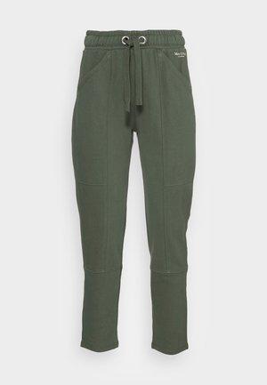 PANTS CUTLINES ELASTIC WAISTBAND - Teplákové kalhoty - fresh moss