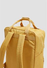PULL&BEAR - BUNTER RUCKSACK 14123540 - Reppu - mustard yellow - 2