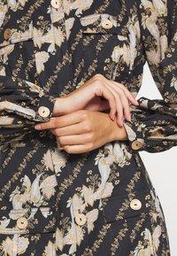 We are Kindred - BRONTE UTILITY MINI DRESS - Denní šaty - black - 5