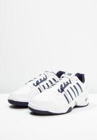 K-SWISS - ACCOMPLISH III - Multicourt tennis shoes - white/navy - 2