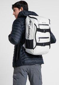 Columbia - STREET ELITE™ 25L BACKPACK - Plecak podróżny - cool grey - 6