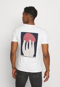 Wood Wood - SAMI SHROOM - Print T-shirt - off-white - 2