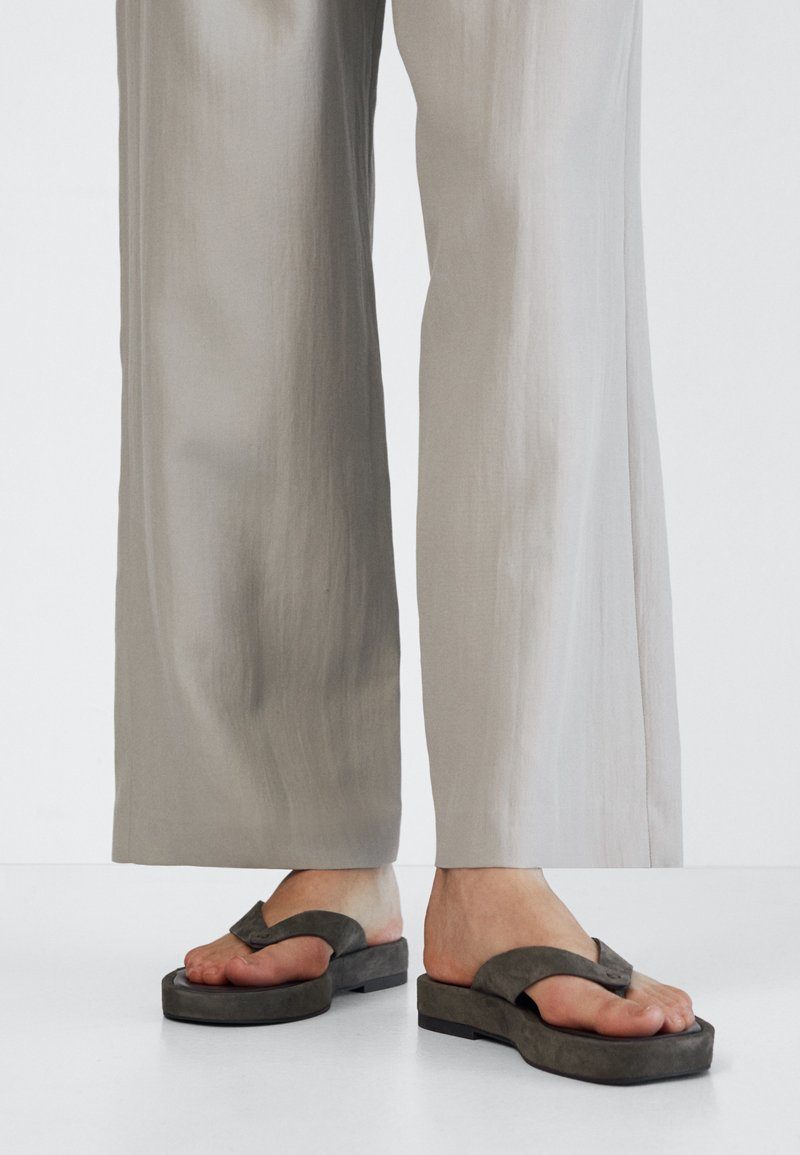 Massimo Dutti - T-bar sandals - evergreen