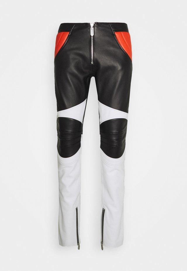 PANTALONE - Kožené kalhoty - black/white