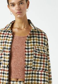 PULL&BEAR - MIT HAHNENTRITTMUSTER - Button-down blouse - yellow - 2