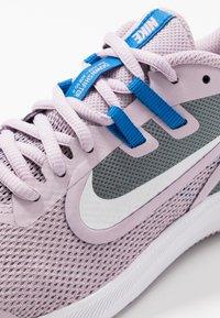Nike Performance - DOWNSHIFTER 9 - Obuwie do biegania treningowe - iced lilac/white/smoke grey/soar - 2