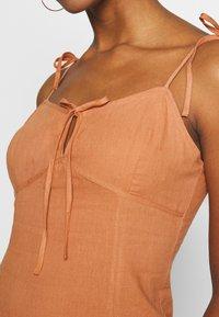 Glamorous - MIDI CAMI DRESS WITH TIE - Vestido informal - apricot - 4