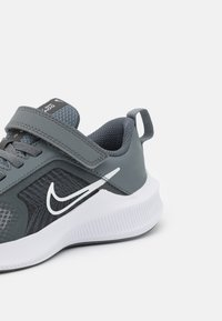 Nike Performance - DOWNSHIFTER 11 UNISEX - Neutral running shoes - smoke grey/white/iron grey - 5
