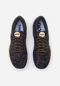 ASICS - GEL-CUMULUS 22 SOUND TOKYO - Neutral running shoes - black/graphite grey - 3
