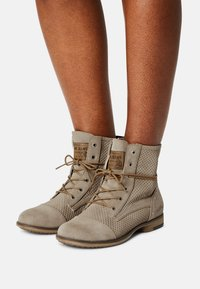 Mustang - Lace-up ankle boots - beige - 0