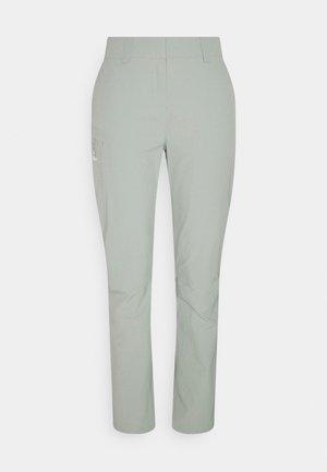 WAYFARER PANTS  - Trousers - wrought iron