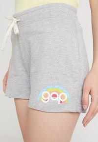 GAP - RETRO - Shorts - grey heather - 4