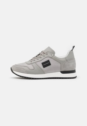 RUN METAL - Sneakers laag - stone