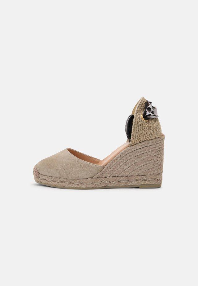 GLOBO - Sandály na vysokém podpatku - taupe