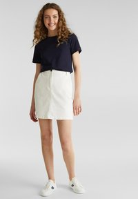 edc by Esprit - KASTIGES PIQUÉ-SHIRT, 100% BAUMWOLLE - Basic T-shirt - navy - 1