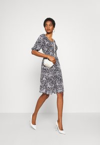 Pieces - PCANTHEA DRESS - Day dress - maritime blue/boho flowers - 1