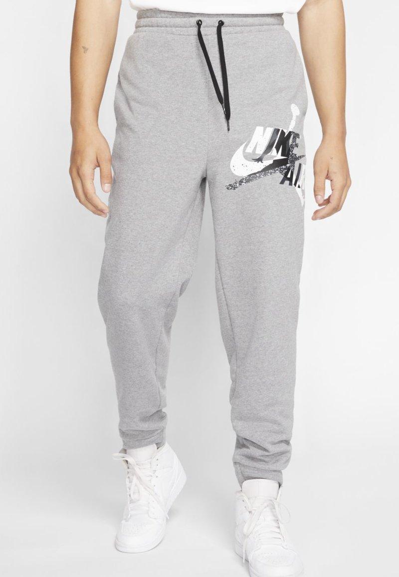 Jordan - M J JUMPMAN CLSCS LTWT PANT - Pantaloni sportivi - carbon heather/white