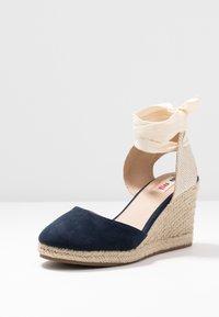 mtng - NEW PALMER - Sandaler med høye hæler - marino/beige - 4