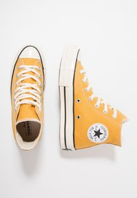 Converse - CHUCK TAYLOR ALL STAR '70 HI  - High-top trainers - sunflower/black/egret - 1