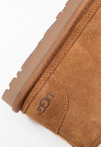 UGG - NEUMEL - Boots à talons - chestnut - 2