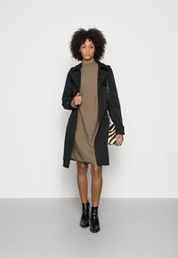 Marc O'Polo - DRESS SHORTSLEEVE ROUND-NECK RICE CORN STRUCTURE - Jumper dress - nutshell brown - 1