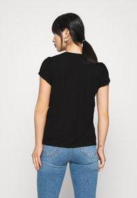 Even&Odd Petite - T-shirts med print - black - 2