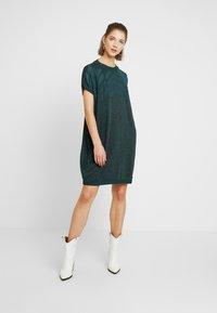 Nümph - NUROSEVILLE DRESS - Pletené šaty - atlantic deep - 2