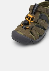 Keen - SEACAMP II CNX UNISEX - Walking sandals - military olive/saffron - 5