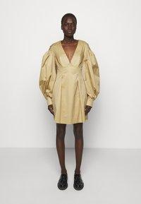Mother of Pearl - MINI DRESS  - Vestido informal - stone - 0