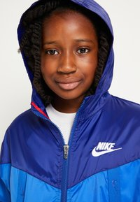 Nike Sportswear - WINDRUNNER - Training jacket - game royal/deep royal blue - 4