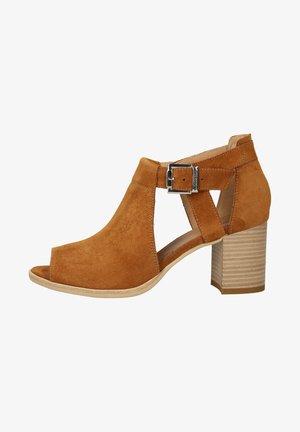 High heeled sandals - tabacco