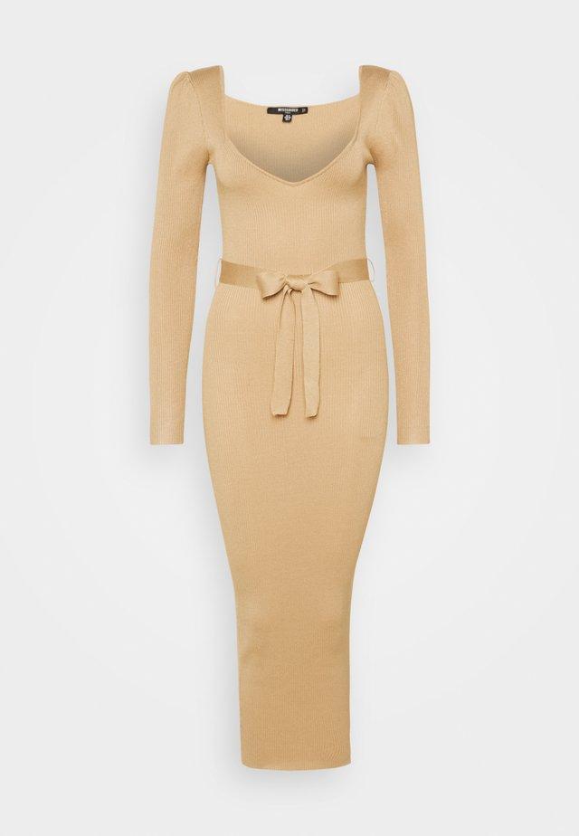 SWEETHEART BELTED DRESS - Sukienka etui - camel