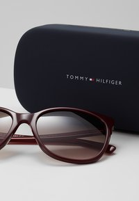 Tommy Hilfiger - Sunglasses - red - 3
