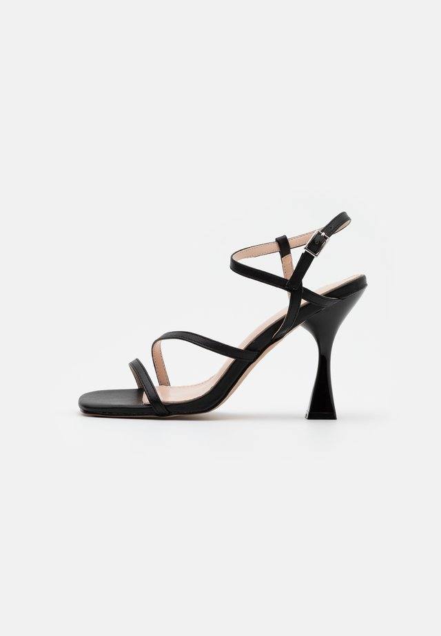 KLIN - Korolliset sandaalit - black