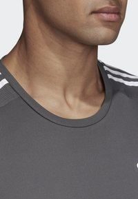 adidas Performance - DESIGN 2 MOVE 3-STRIPES T-SHIRT - T-Shirt print - grey - 2