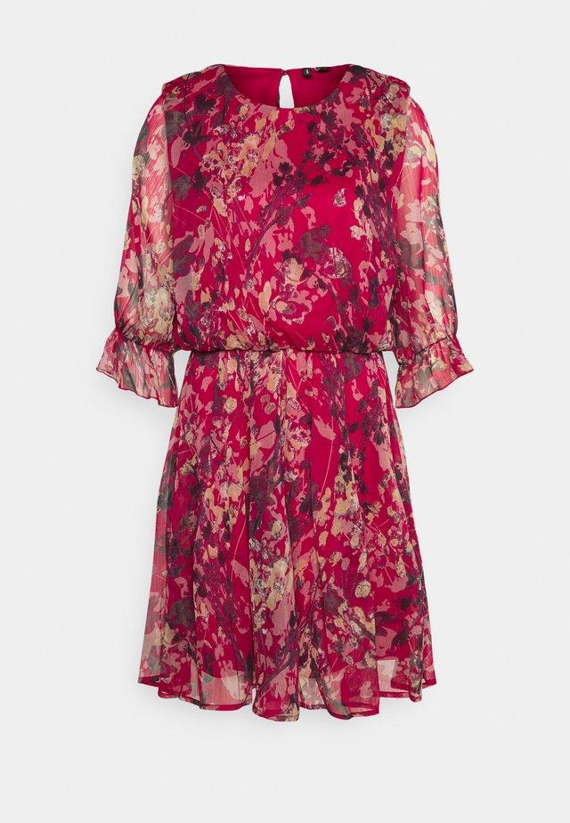 VMJACKIE SHORT DRESS - Freizeitkleid - cherries jubilee