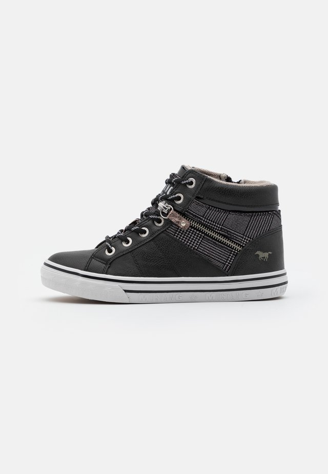 High-top trainers - graphit