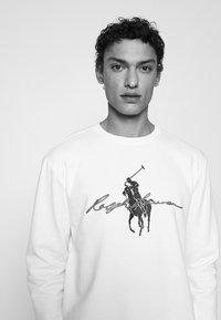 Polo Ralph Lauren - GRAPHIC - Collegepaita - white - 4