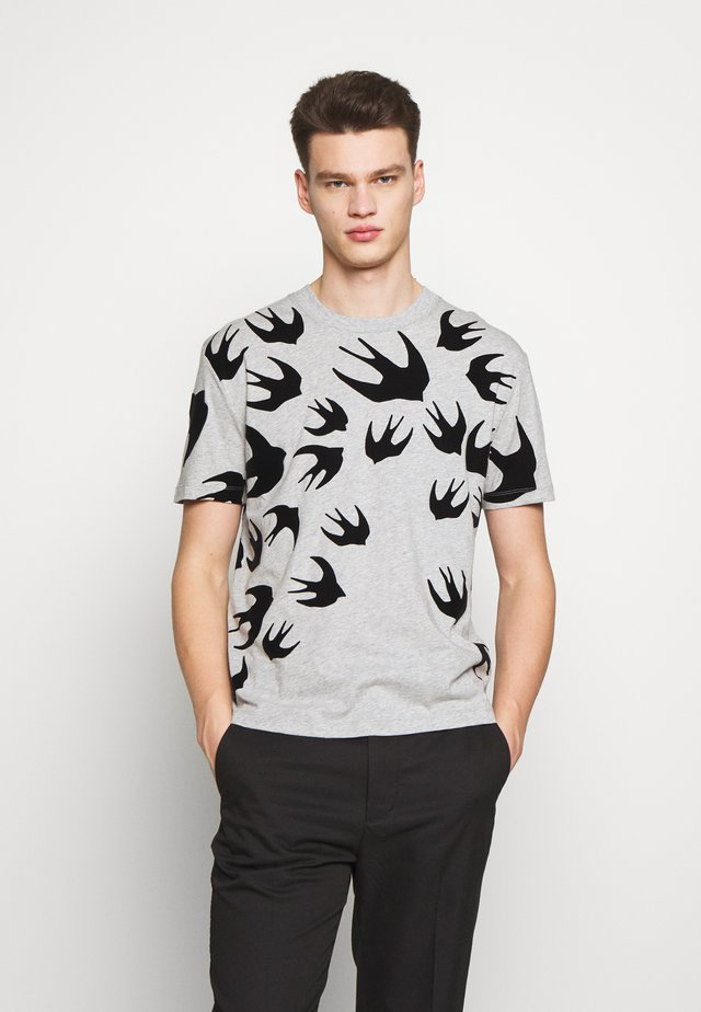 SWALLOW DROPPED SHOULDER - T-shirt imprimé - mercury