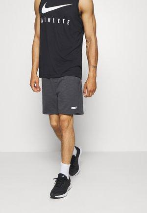 JJIZSWEAT SHORT  - Sports shorts - asphalt