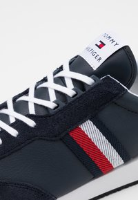 Tommy Hilfiger - MIX RUNNER STRIPES - Trainers - desert sky - 5