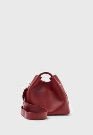 RAISIN - Käsilaukku - giranium red