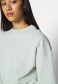 NA-KD - BODY - Sweatshirt - dusty green - 5