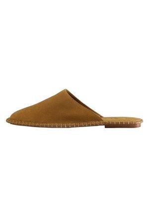 Slippers - cuero