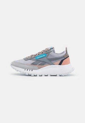 CL LEGACY - Sneakersy niskie - cold grey/footwear white