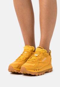 Reebok Classic - CL CARDI - Trainers - bright ochre - 0