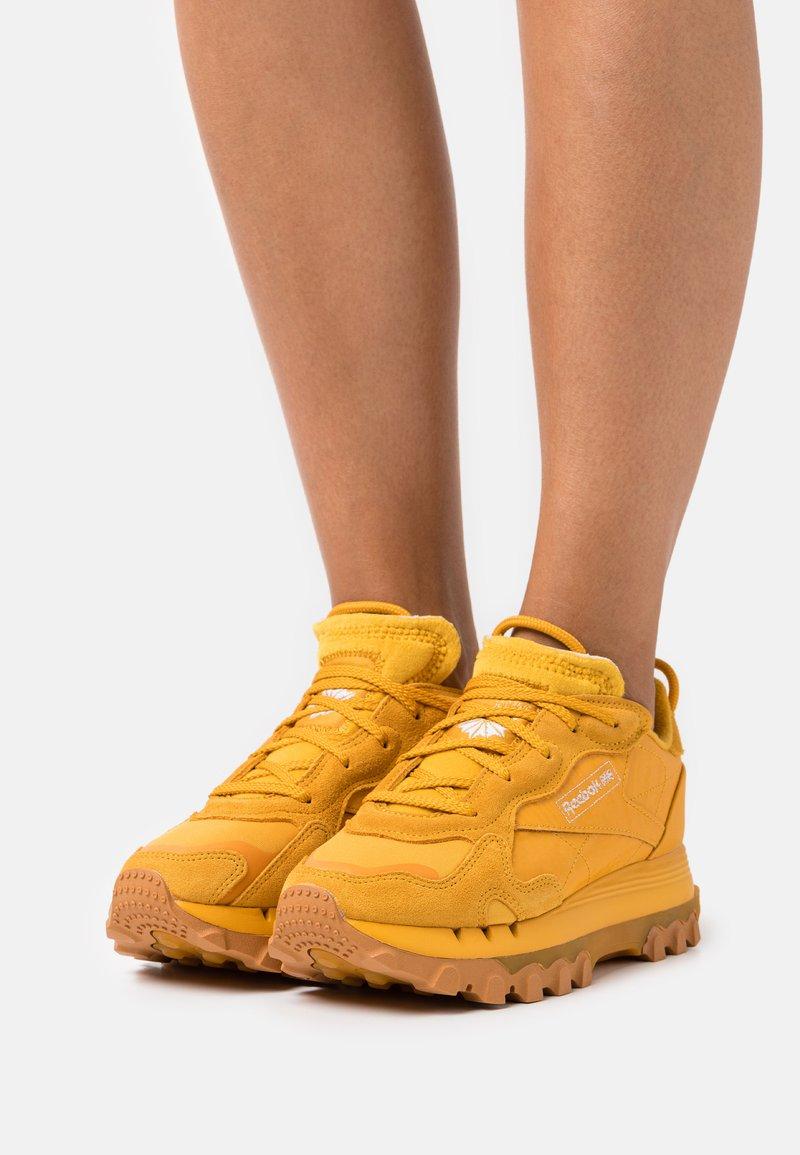 Reebok Classic - CL CARDI - Trainers - bright ochre