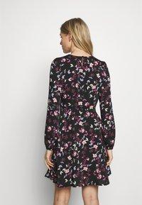 Vero Moda - VMBILLIE SHORT DRESS - Kjole - black/billie - 2